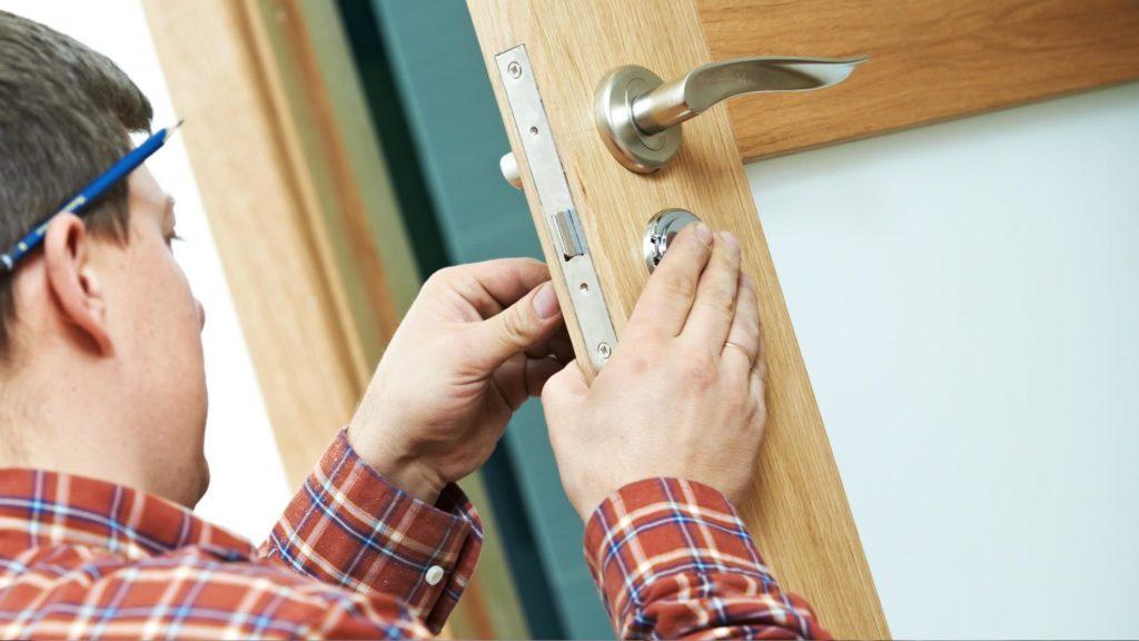 Как установить межкомнатную дверь с одной створкой